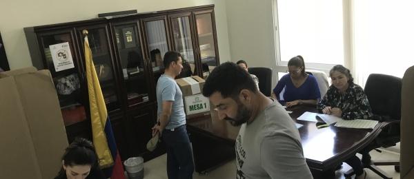 Último día de votaciones para la segunda vuelta en el Consulado de Colombia en Abu Dhabi  en 2018